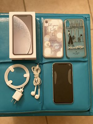 Iphone XR 64 gb ATT like new (no scratches)(2 cases inclued) for Sale in Alafaya, FL