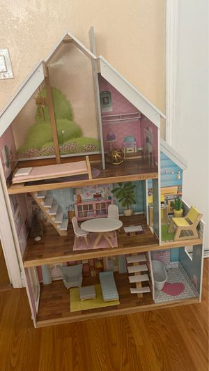 Doll house (Costco) for Sale in Commerce, CA