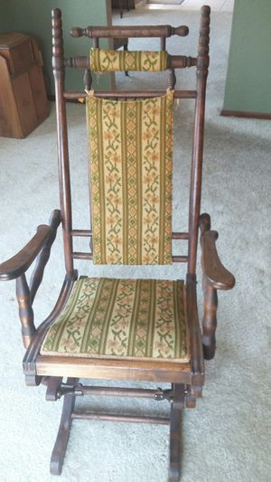 Antique rocking chair. for Sale in Dubuque, IA