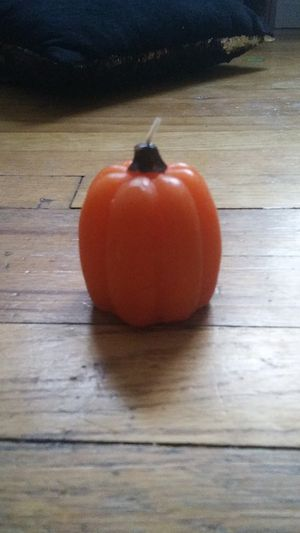 A pumpkin candl for Sale in Parsons, KS