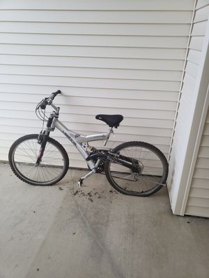 Mountain bike. Needs air in the tires for Sale in Delaware, OH