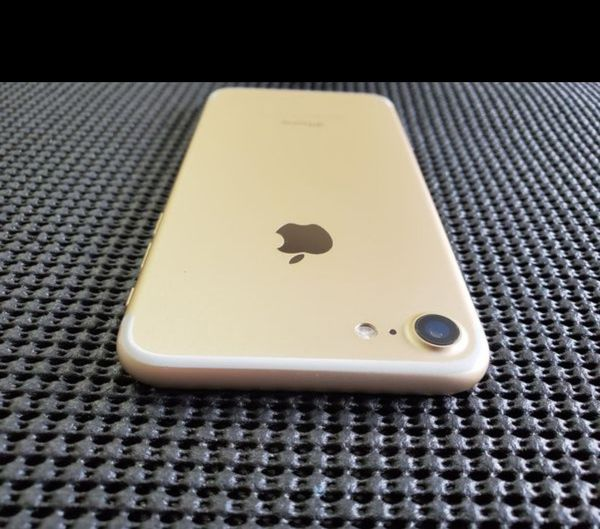 """iPhone 7 128GB FACTORY UNLOCKED"""" Like new with warranty"""