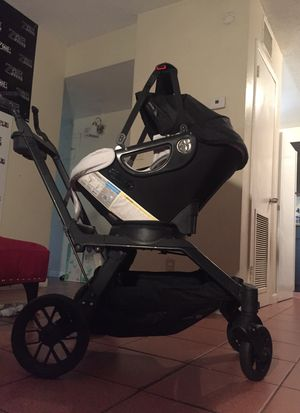 Baby Orbit G3 with car seat and base for Sale in Oakland Park, FL