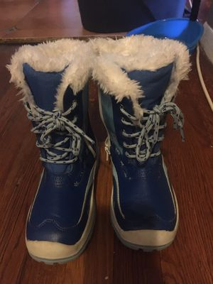 Kids pre own condition snow boots for Sale in Glenarden, MD