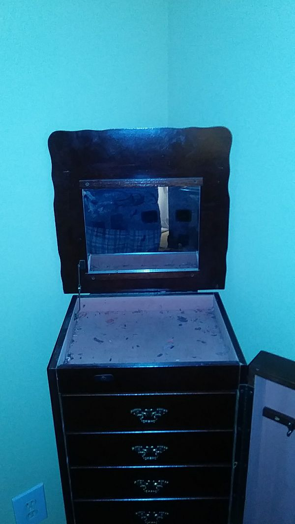 Standing jeweley box.