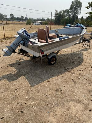 12 ft aluminum valco fishing boat with 15hp evinrude for Sale in Vacaville, CA