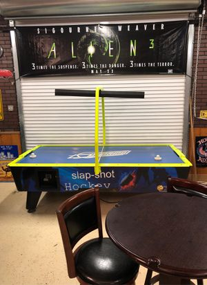 Air hockey table for Sale in Coral Springs, FL