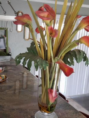 Flowers in large glass vase for Sale in Woodville, CA