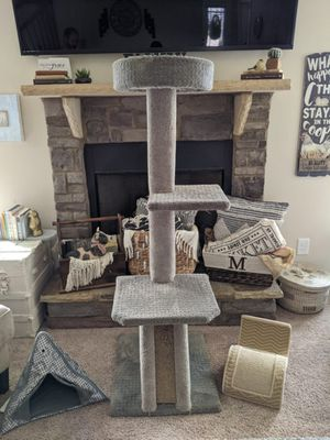 5 ft Cat Tree with Extras for Sale in Greer, SC