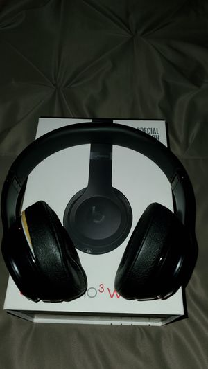 Beats solo 3 wireless headphones all black for Sale in Victorville, CA