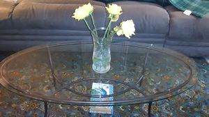 Glass oval shaped living room table for Sale in Glen Burnie, MD