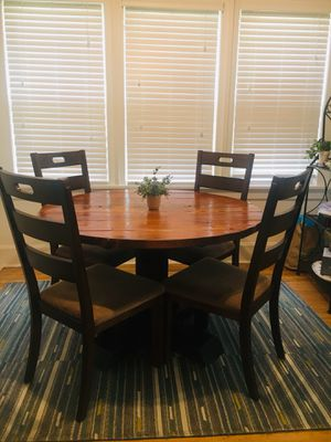 Solid Wood table w/4 padded chairs for Sale in Woodbridge Township, NJ