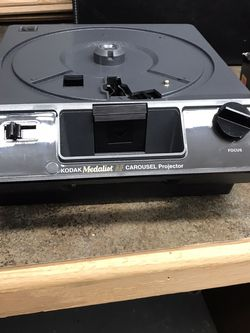 Vintage Kodak Medalist Carousel Projector With Leather Case for Sale in Mahwah,  NJ