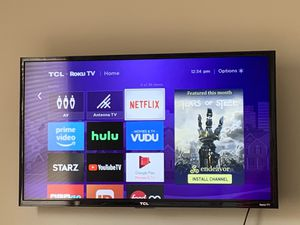 32 inch TCL Roku TV 1080 p with TV mount for Sale in Waterbury, CT