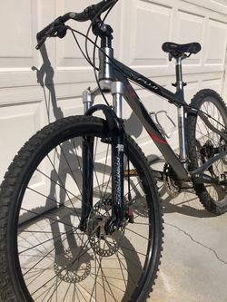 2006 Fuji Tahoe Comp 26 er Size 17in for Sale in Fountain Valley,  CA
