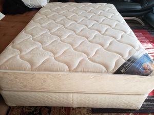 Full size Mattress set box spring bed frame Serta Perfect Sleeper for Sale in Lynnwood, WA