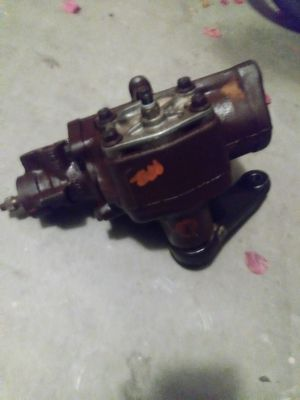 99 to 2004 Ford Super Duty power steering box f7ac-3583-aa for Sale in Gilbert, AZ