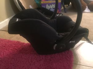 Maxi Cosi Car Seat and Base for Sale in Conway, AR