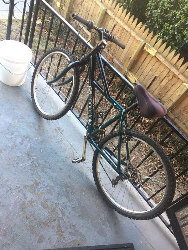 Cannondale bike v600
