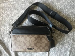 Coach Graham Signature crossbody bag for Sale in Vista, CA