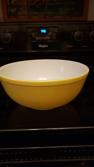 Large Pyrex Primary Yellow Mixing Bowl for Sale in Mechanicsville, VA