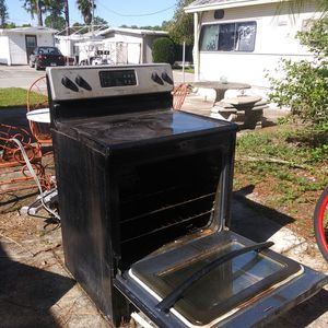 Frigidaire Stove, Stainless Steal Flat Top for Sale in Frostproof, FL