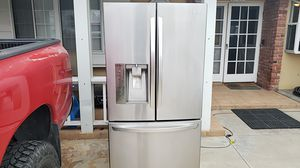 LG French Door Refrigerator for Sale in Huntington Beach, CA