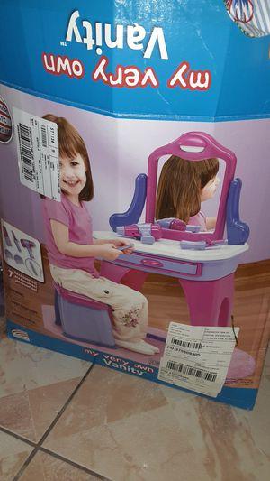 LITTLE GIRLS VANITY for Sale in Laredo, TX