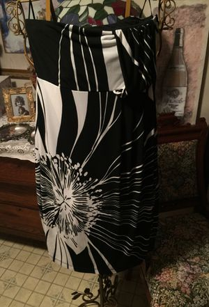 Misses summer stretch strapless eve club date dress black & white pattern island print Euc non smoke from the limited brand size small slip on for Sale in Northfield, OH