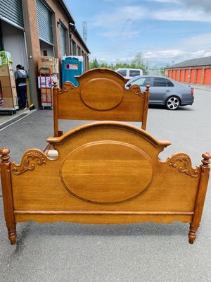 BEAUTIFUL LEXINGTON CARVED VICTORIAN 4-POSTER TIGER OAK QUEEN/FULL SIZE BED for Sale in Mukilteo, WA