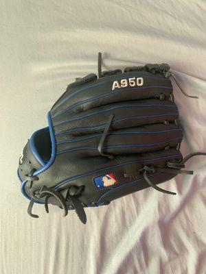 Wilson A950- left handed glove for Sale in Sicklerville, NJ