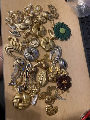 Lot of 45+ Brooches Pins Costume Jewelry for Sale in Seekonk, MA