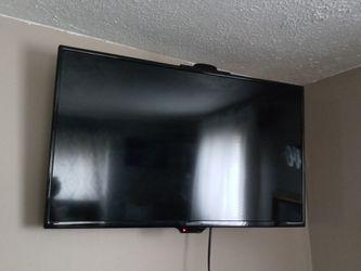"32"" Insignia Flat screen TV for Sale in Elyria,  OH"