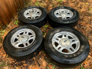 2005 Ford Explorer tires and wheels for Sale in Lake Wales, FL