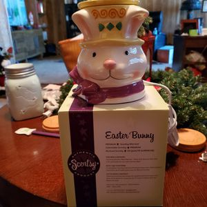 SCENTSY EASTER BUNNY WARMER for Sale in Long Beach, CA