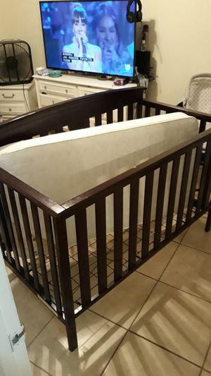 Baby crib and mattress for Sale in Winter Haven, FL