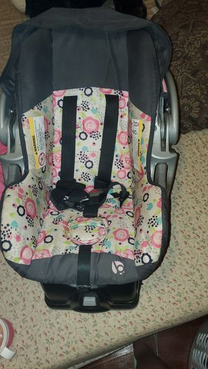 Baby trend car seat and base for Sale in Detroit, MI