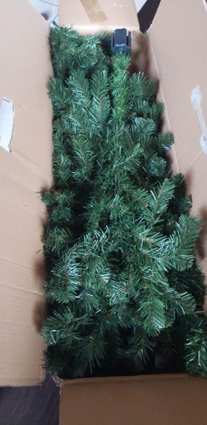 FREE 6 ft artificial Xmas tree ( no light ) for Sale in Milpitas, CA