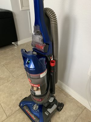 Hoover 12 amp bagless vacuum for Sale in MAGNOLIA SQUARE, FL