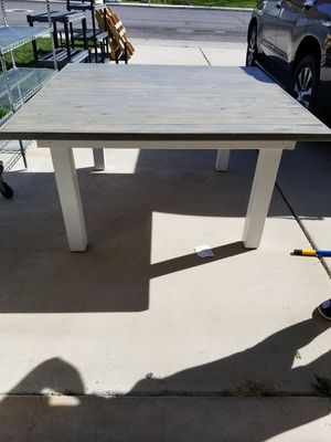 White/Gray KitchenTable and 2 benches for Sale in Payson, UT