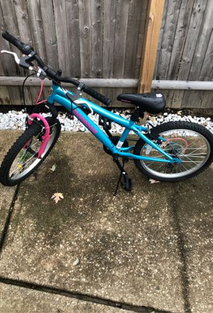 Mongoose bike for girl! Daughter is to tall now rode a handful of times in great condition only one little rust dot. for Sale in Cleveland, OH