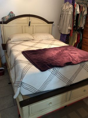 Queen bed frame for Sale in Clearwater, FL