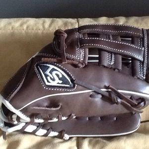 L/S (TPX) brown baseball glove for Sale in Franklin, TN