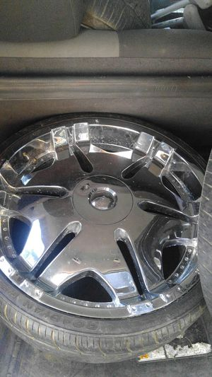 """22"""" player rims in good shape good tires for Sale in Hattiesburg, MS"""