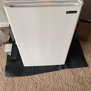 Mini fridge With freezer for Sale in Severn, MD