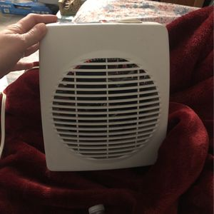 Small Plug In Heater for Sale in Tucson, AZ