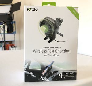 Iottie Wireless Fast Charging air vent mount (new)(Nuevo) for Sale in Stephens City, VA