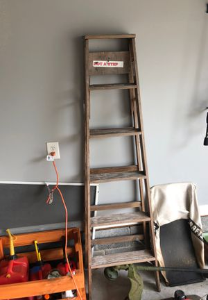 6 ft wooden ladder for Sale in Murfreesboro, TN