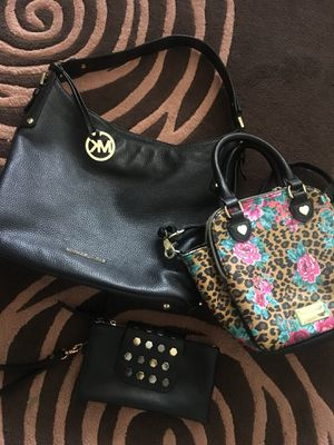 All 3 for 30$ Purses bags Micheal Kors Black Micheal Kors purse All like New! Betsy Johnson purse Free wristlet for Sale in Detroit, MI