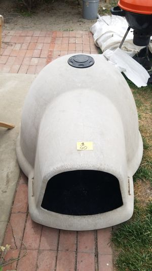 Igloo Dog House Large for Sale in Huntington Beach, CA
